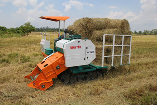 self-propelled-baler